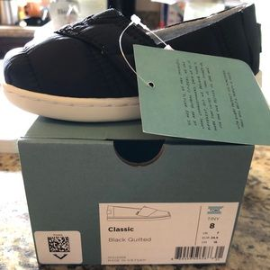 Toddler black quilted Toms size 8T